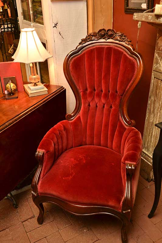 04 red victorian chair 4117x533